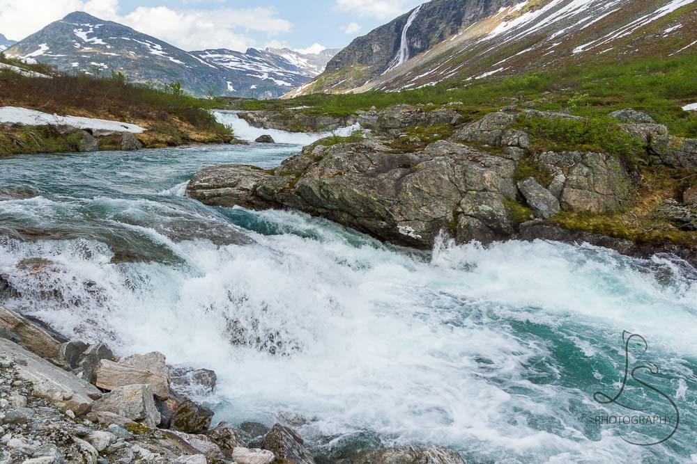 norway-waterfalls-6